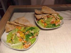 Pizzabrot mediterran zu Salat